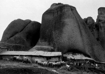 Grèce, Région des Météores, bergerie troglodytique | mai 1999